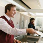 محتوای مکالمه در آژانس هواپیمایی به انگلیسی