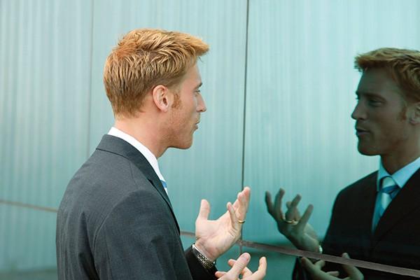 نحوهی تدریس مکالمه زبان انگلیسی in front of mirror
