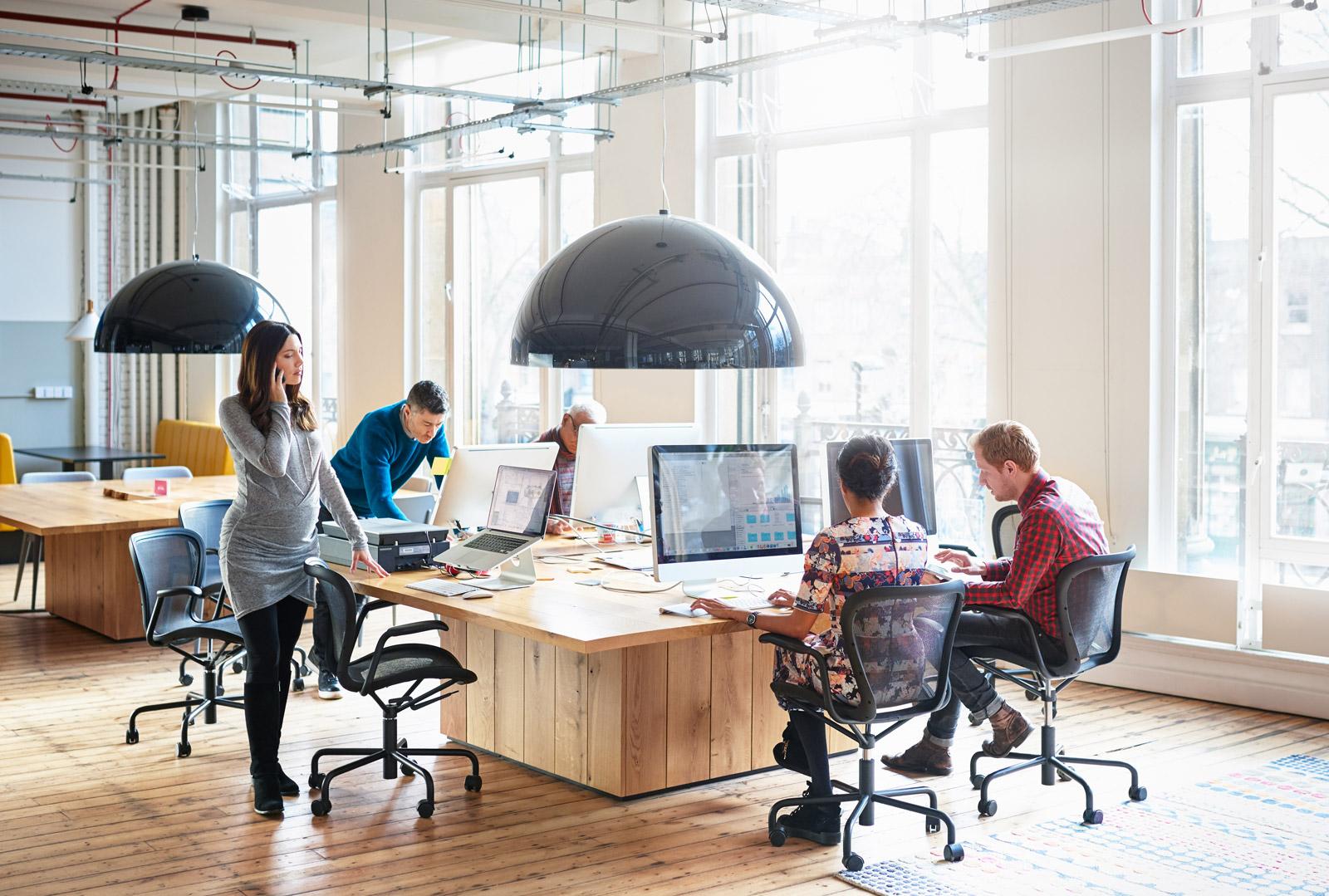 آموزش مکالمه غیر رسمی در دفتر کار در زبان انگلیسی