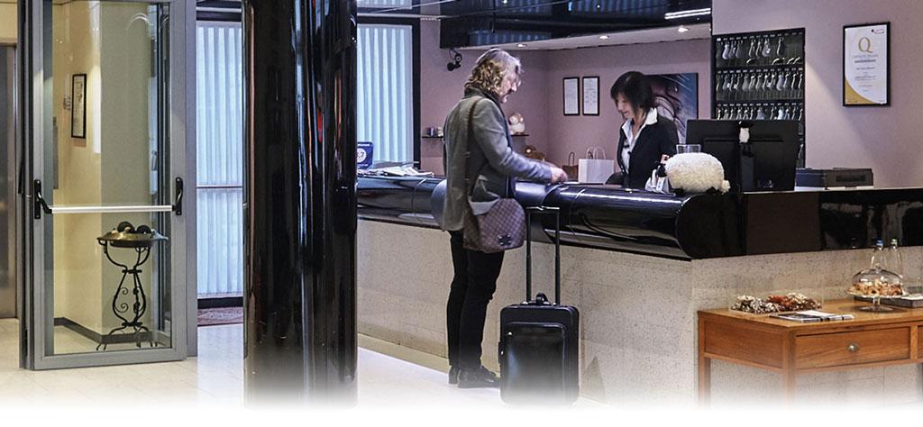 آموزش مکالمه ورود به هتل در زبان فرانسه