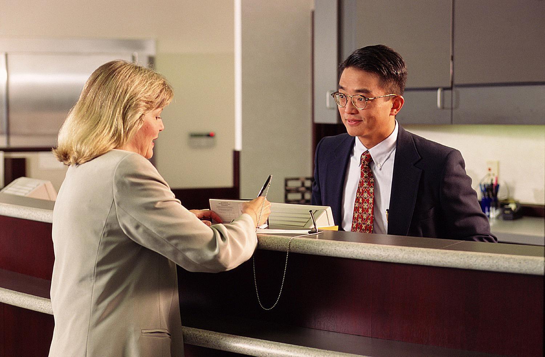 آموزش انگلیسی در سفر برای مسافرین در بانک